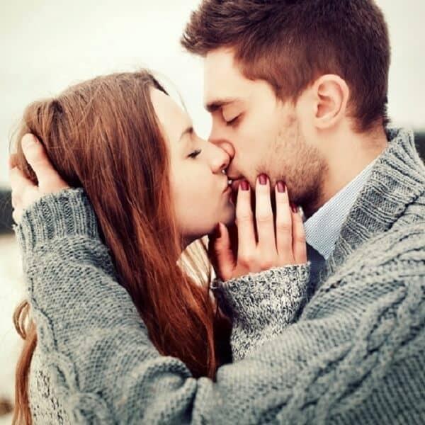 Tâm lý của con trai khi hôn như thế nào?