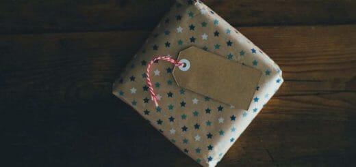 Nghệ thuật đòi người yêu tặng quà mà không làm người ấy khó chịu