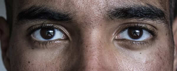 Cuộc sống của người hướng nội: Không được thoải mái khi nhìn thẳng vào mắt trong các cuộc trò chuyện