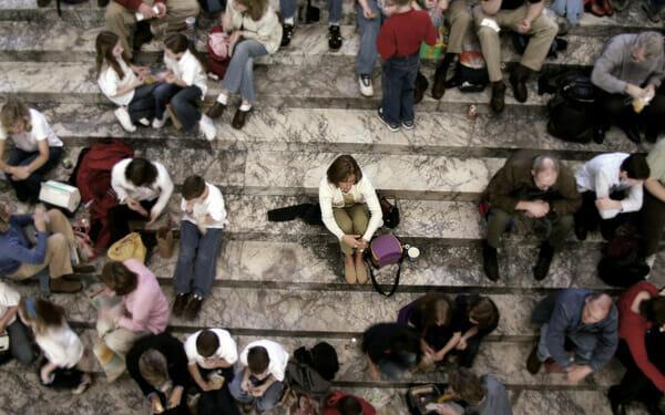 Nỗi khổ của người hướng nội - sợ đám đông