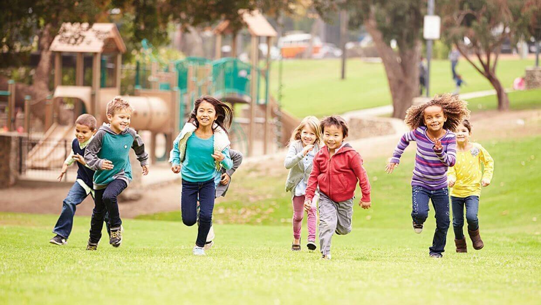 dạy trẻ cách kiềm chế cảm xúc - khuyến khích trẻ chơi thể thao