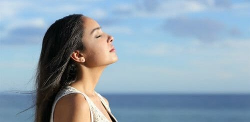 Bật mí cách kiềm chế cảm xúc để không khóc hiệu quả 1