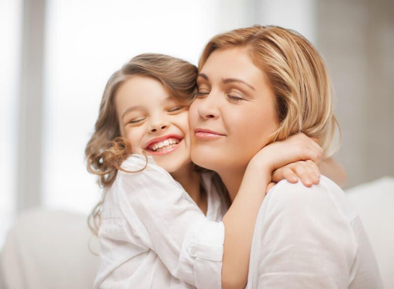 Cách kiềm chế cảm xúc khi dạy con - làm bạn với con trẻ