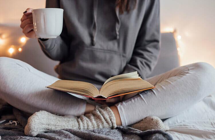 con gái kiềm chế cảm xúc - đọc sách